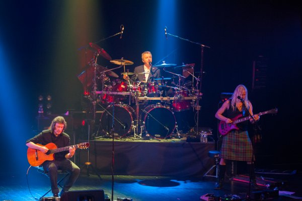 Steve Hackett with Gary O'Toole & Nad Sylvan - photo by Christian Arnaud